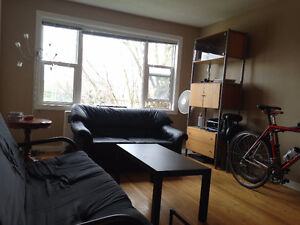 SUMMER SUBLET / SUBLEASE $300/M
