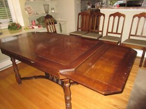 Antique table, 6 chairs and corner hutch Kitchener / Waterloo Kitchener Area image 4