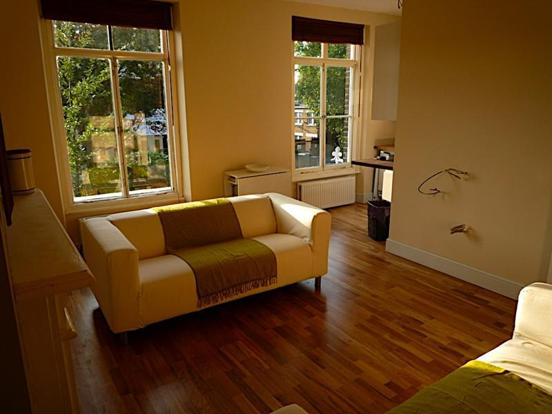 Modern Victorian 2 bed seconds from Vauxhall - £355pw