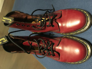 Dr Martens cherry red boots UK size 7/Canadian size 9
