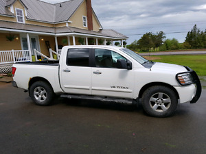 REDUCED Nissan Titan SE