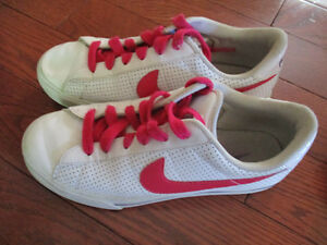 Nike size 5 ladies shoes