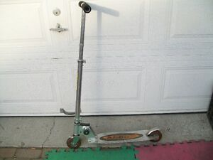 5 scooters/trotinettes