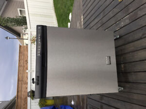 Good used condition frigidaire gallery dishwasher