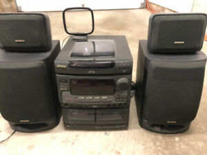 FS: Aiwa 3 Disk CD Bookshelf Karaoke Stereo System w/ Surround