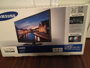 "New In Box Samsung 28"" Class H4000 LED TV"