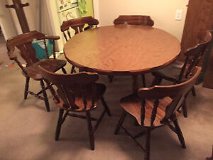 REDUCED PRICE!! Dining table & chairs