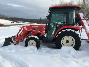 2017 Blow out save Over $2000 on 4225C Branson cab tractor