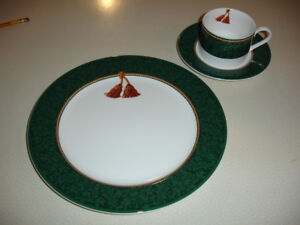 Christmas Dishes 8 place settings