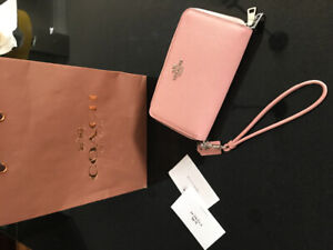 New Coach wallet ( pink )