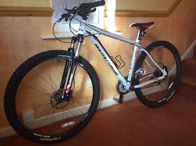 MERIDA BIG. NINE 40 Hybrid Bike - MINT CONDITON