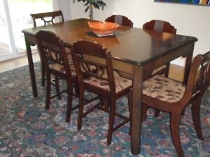 RESTORED RETRO 40'S DINING ROOM TABLE + 4 MATCHING CHAIRS