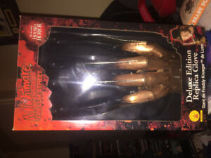 Deluxe Freddy glove replica