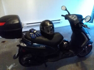Piaggio Fly 2011 50cc, low Kms, a lot included!!!