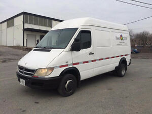 2005 Mercedes Sprinter 3500 high Roof Excellent Truck11800$O.B.O