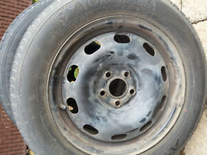 2 pneus été Yokohama sur jante Toyota corolla 185/65R15