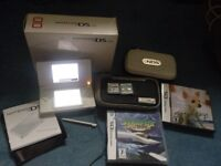 Nintendo DS lite and 4 games.