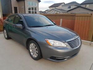 2012 Chrysler 200 Very Low km Great Condition