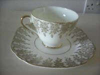 5 x 22ct Gold Fine English China Pattern Cups, Sources and Side Plates