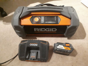Ridgid jobsite radio includes 18v lithium ion battery and charge