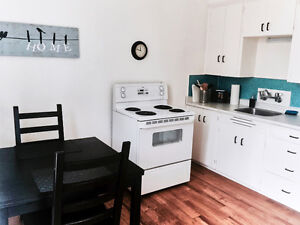 Almost Seaside… North Vancouver… Adorable 1 Bedroom APARTMENT