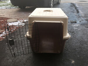 "Dog Crate: Intermediate: 28""L x 20.5""W x 21.5""H,  Max 40lbs"