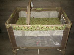 Playpen (Graco) converts to bassinet