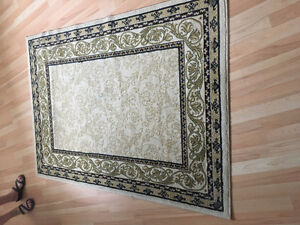 Quality rug - excellent condition