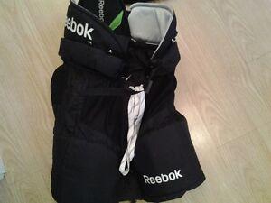 Kit Reebok (pantalon et épaulette) Québec City Québec image 3