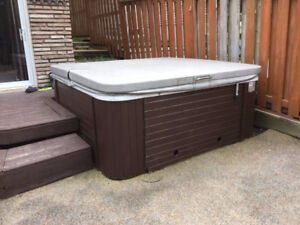 Gently enjoyed hot tub-6 person
