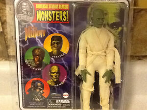 2011 UNIVERSAL STUDIOS CLASSIC MONSTERS - THE MUMMY London Ontario image 1