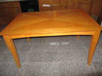 Beautiful Dinner Table with 4 Matching Chairs Perfect Condition
