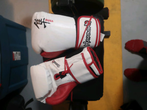 Hayabusa 14 oz boxing gloves and two helmets