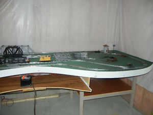 O-scale Lionel Train Set and Table