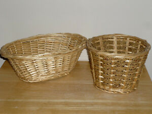 2 Wicker Baskets ... Bread, Napkins, Vegetables, Chicken Wings