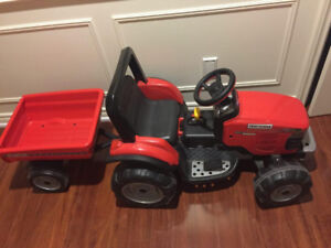 Peg Perego children's chargeable tractor with back wagon