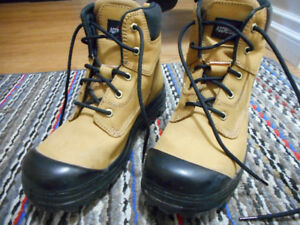 MEN'S AGGRESSOR CSA-APPROVED WORK BOOTS, SIZE 9.5