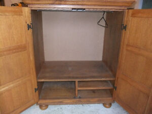 solid wood and veneer small wardrobe in exc cond Cambridge Kitchener Area image 3