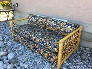 WICKER FLORAL  DOUBLE SIZE HIDE A BED