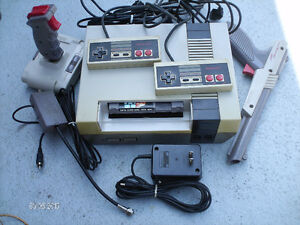 NINTENDO 2 Manettes, Joystick,  Gun, Super Mario Bros/ Duck Hunt