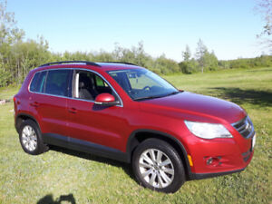 2010 VW Tiguan Highline 2.0 T AWD heated seats and moonroof