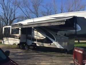 Reduced!!! 39ft Cedar Creek by Forest River Fifth Wheel 36CKTS
