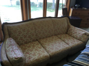 Antique couch, in good condition