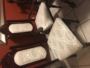 Set of 6 dining chairs.