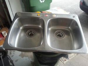 Èvier double cuisine, robinet salle de bain et toilette