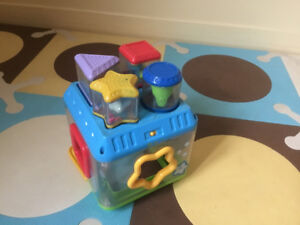 Fisher Price Peek-A-Blocks: Shape Sorter