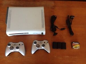 X-BOX 360 64GB + 2 CONTROLLERS & 2 CHARGERS