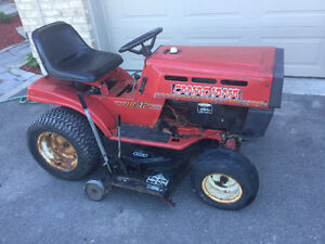 "Canadiana lawn tractor 18 hp with a 42"" cut - riding lawnmower"