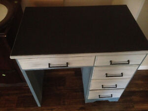 Country Glamour Furniture- Desk For Sale with chalk paint top! Kawartha Lakes Peterborough Area image 3