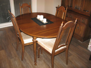 MUST SELL!!! BEAUTIFUL WALNUT DINING TABLE!!!